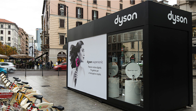 arriva in duomo a milano il pop up store di dyson altavia lab. Black Bedroom Furniture Sets. Home Design Ideas